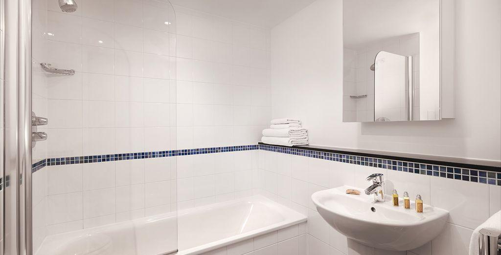 Y un baño amplio totalmente equipado