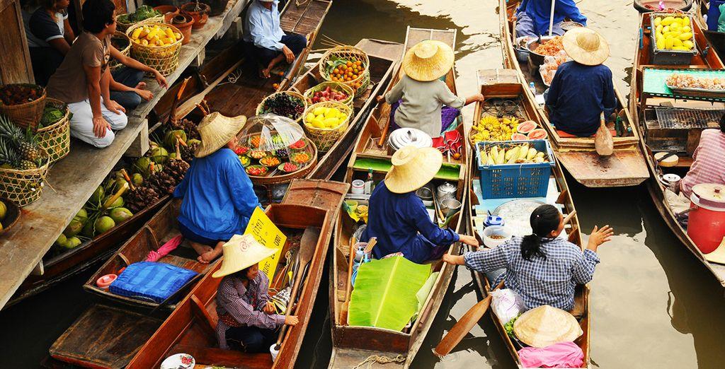 Mercado flotante Amphawa en Bangkok