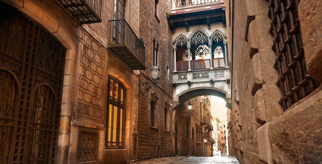 Pasea por el barrio gótico