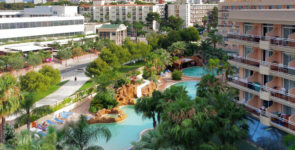 Aproveche el verano  y relájese en el hotel Palas Pineda