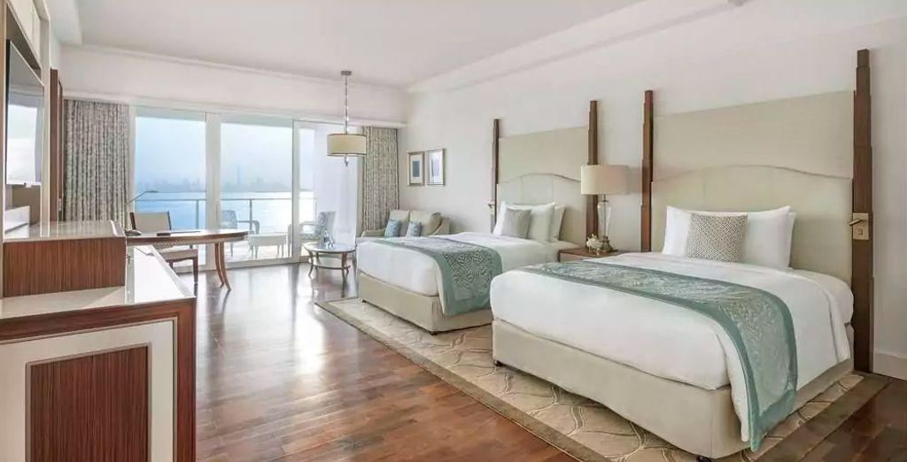 ... o bien alojarte en una Deluxe Skyline Sea View con 2 camas Queen