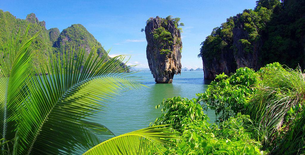 Ko Tapu roca en el Parque Nacional de Phang Nga en Phuket. Este lugar conocido como la Isla de James Bond es la mayor atracción turística