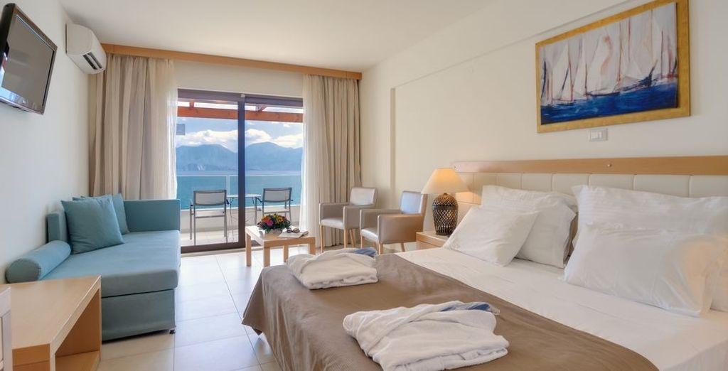 Puedes elegir entre una habitación Superior con vistas al mar