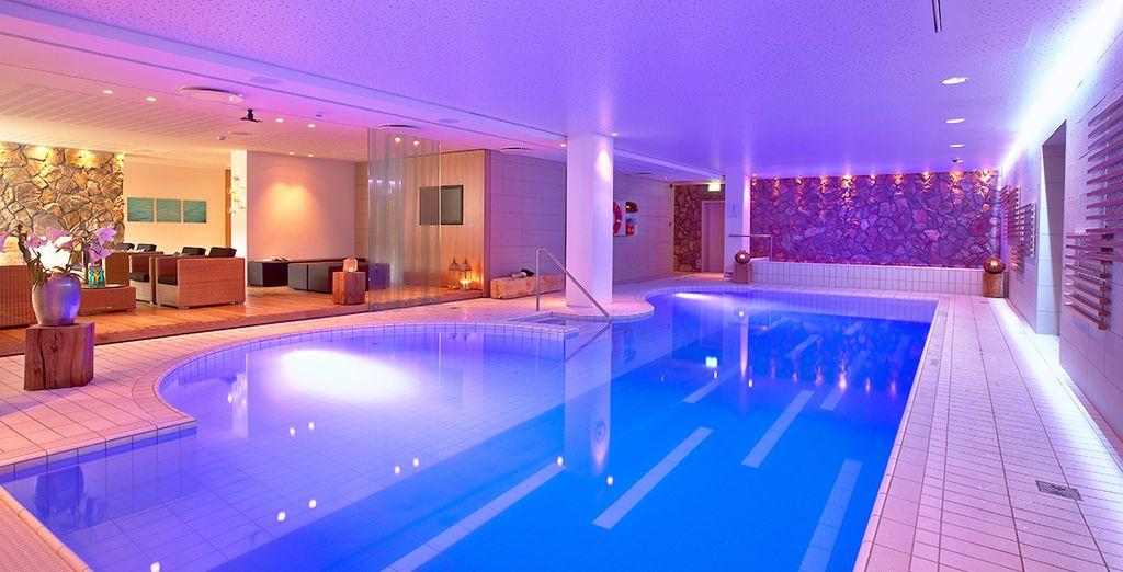 Con piscina interior climatizada