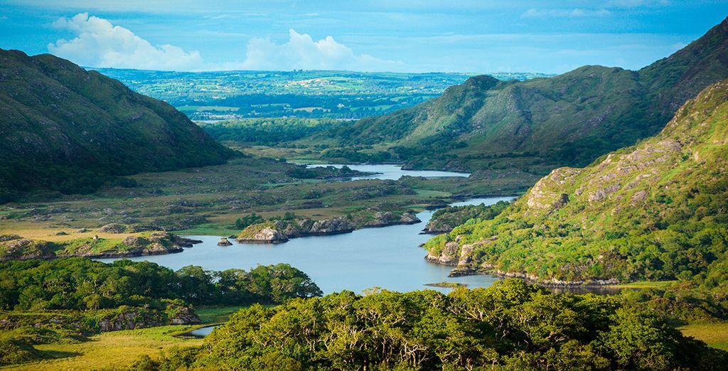El Anillo de Kerry, una bonita ruta circular de 180 kilómetros, recorre lagos, cataratas, paisajes marinos y ruinas de culturas antiguas