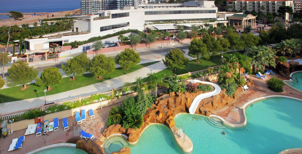 Disfrute de la piscina privada...