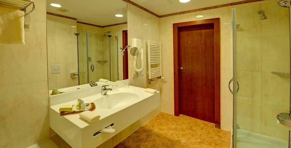 ...y un equipado baño propio