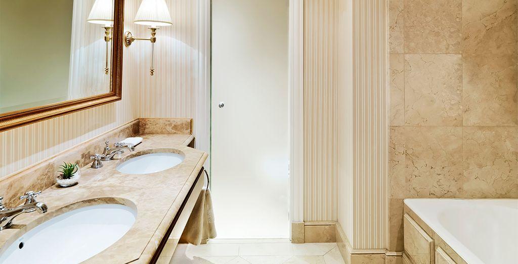 Baños elegantes y totalmente equipados