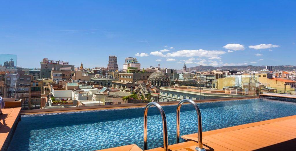 La Infinity Pool en el último piso del hotel te hará sentir como si el horizonte no tuviera fin