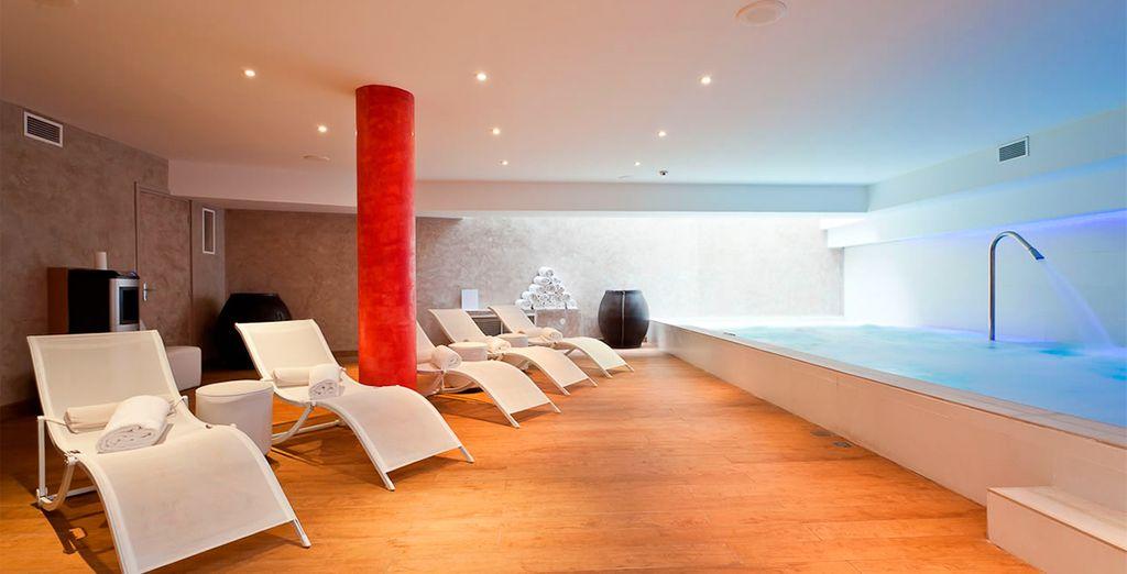 Un hotel con un completo spa