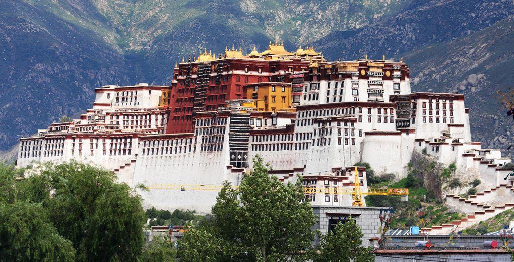 Te alojarás en el Hotel Tsedang Lhasa 4*, el Brahmaputra Grand Hotel 4* o en el Jardin Secret Hotel 4*