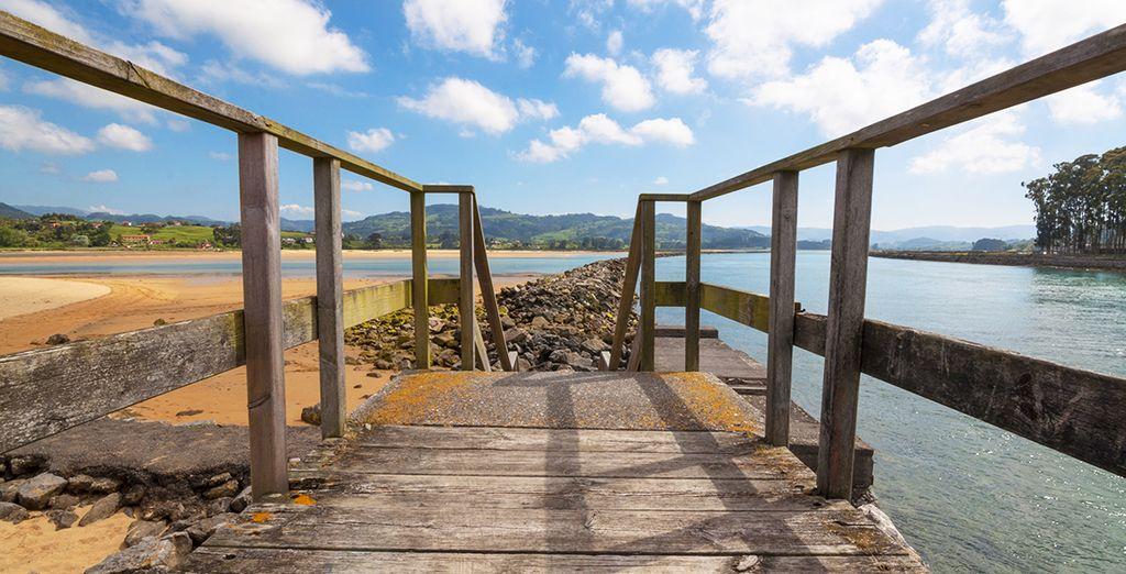 Venga a conocer la Playa de Rodiles, a 25km del Hotel