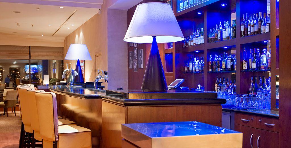 Blue Note Bar, un lugar refinado para tomar una copa y deleitarse de la buena música en directo