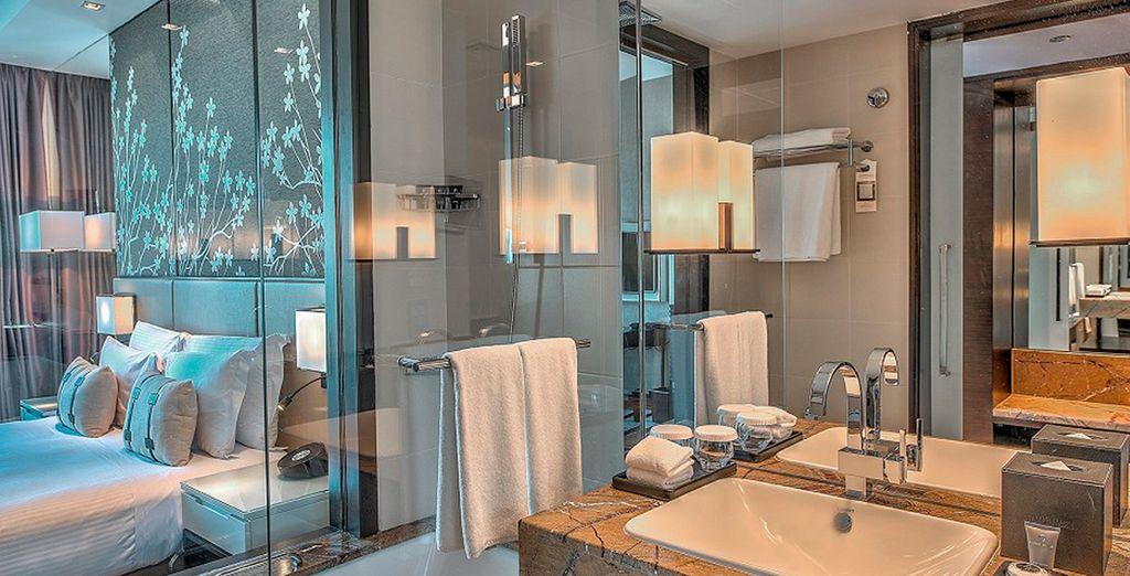 Con un sofisticado y moderna baño totalmente equipado
