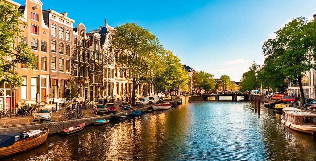 Descubre el encanto de Ámsterdam y sus canales