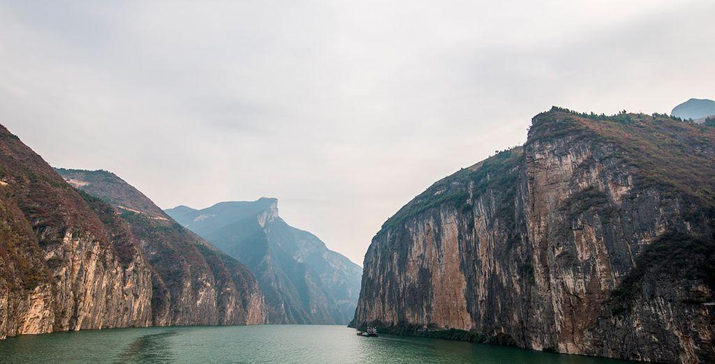 Os adentraréis en la Gargantas de Qutangxia y Wuxia , a través del río Yangtzé
