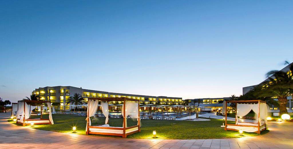 Grand Palladium Palace Ibiza Resort & Spa 5* te da la bienvenida