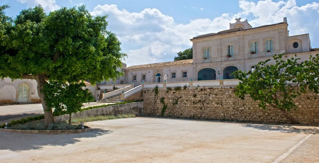 El complejo ocupa un antiguo monasterio benedictino