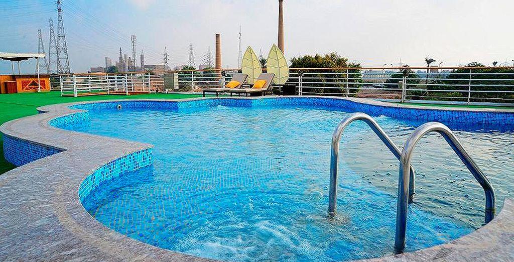 Disfruta de increíbles vistas mientras te refrescas en la piscina