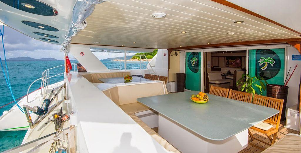 Montez à bord de votre catamaran...