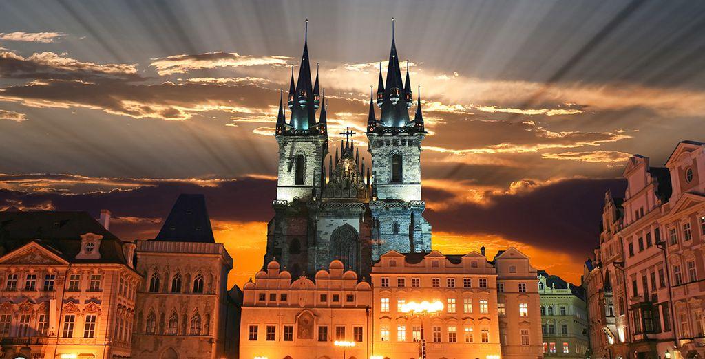Ne manquez pas de visiter la Cathédrale et la Tour de l'Horloge, symboles historiques de la ville de Prague.