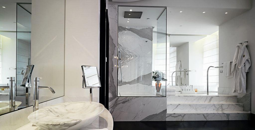 Accompagnée d'une belle salle de bains