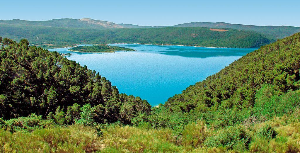 Ou bien en canoë direction Esparron ou le Lac de Sainte Croix !