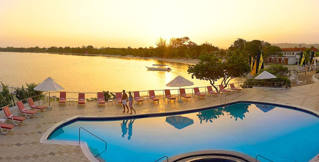 Vous apprécierez les couchers de soleil exceptionnels sur la piscine principale