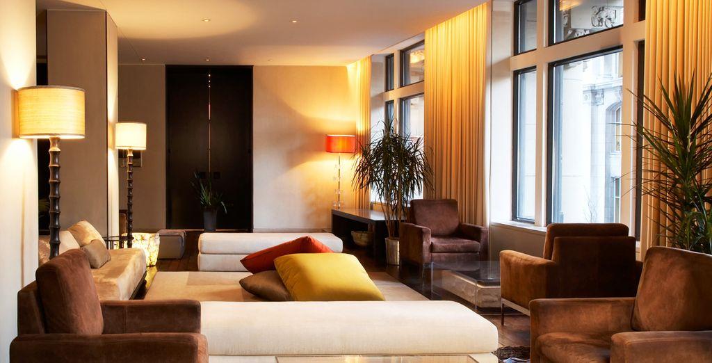 Dans un décor au design chic urbain, contemporain et cosy