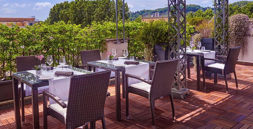 Vous rejoindrez naturellement le toit de l'hôtel pour déguster un bon verre de vin italien