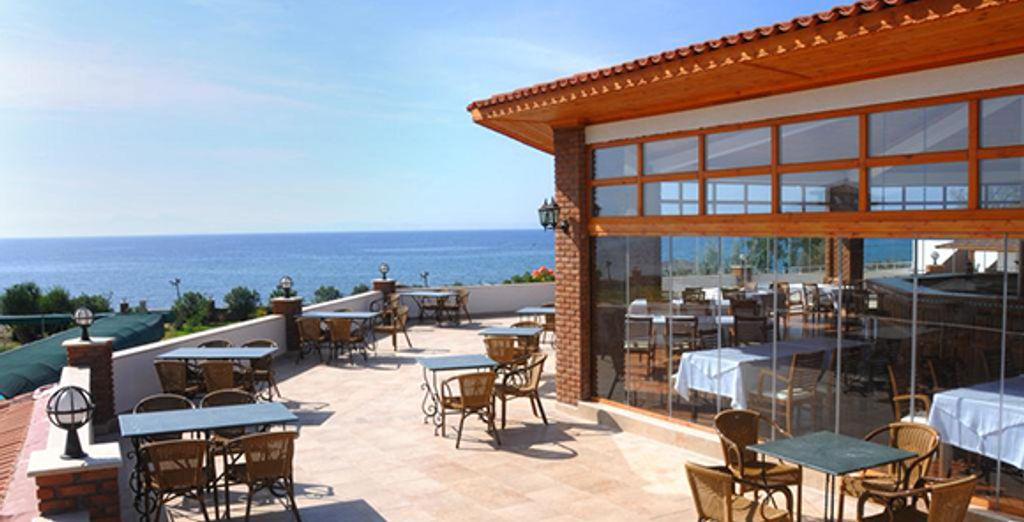 Installez-vous sur la terrasse vue mer