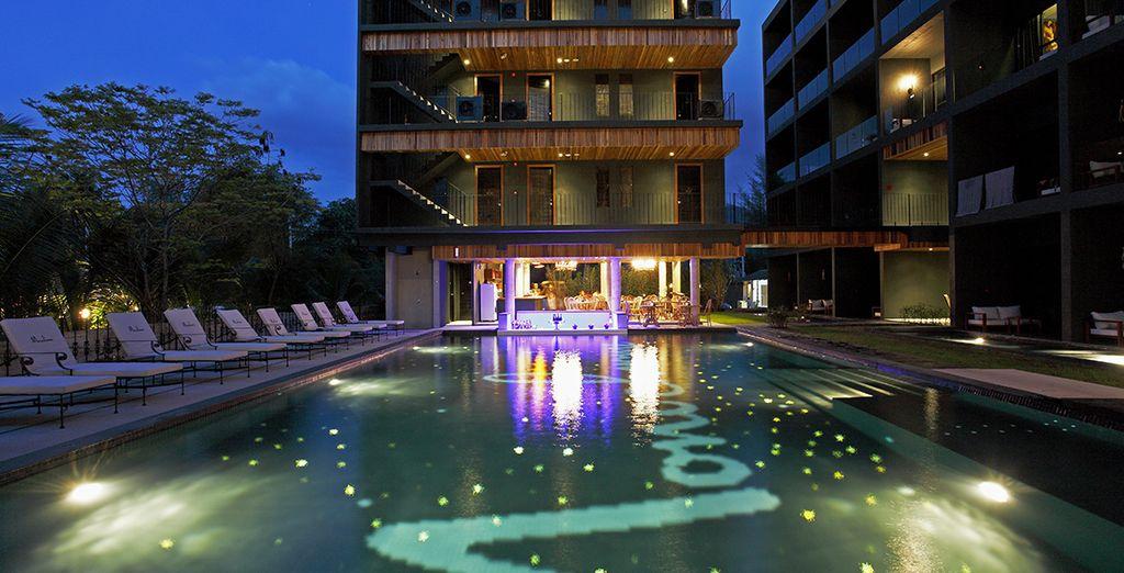N'hésitez pas à profiter de la magie nocturne de la piscine