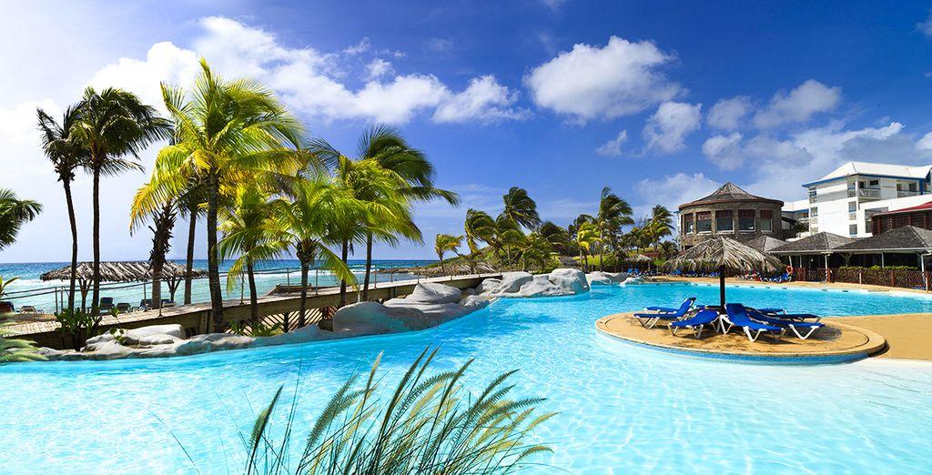 Location de chambre au cœur d'un hôtel haut de gamme en Guadeloupe avec piscine, espace détente et plages privées