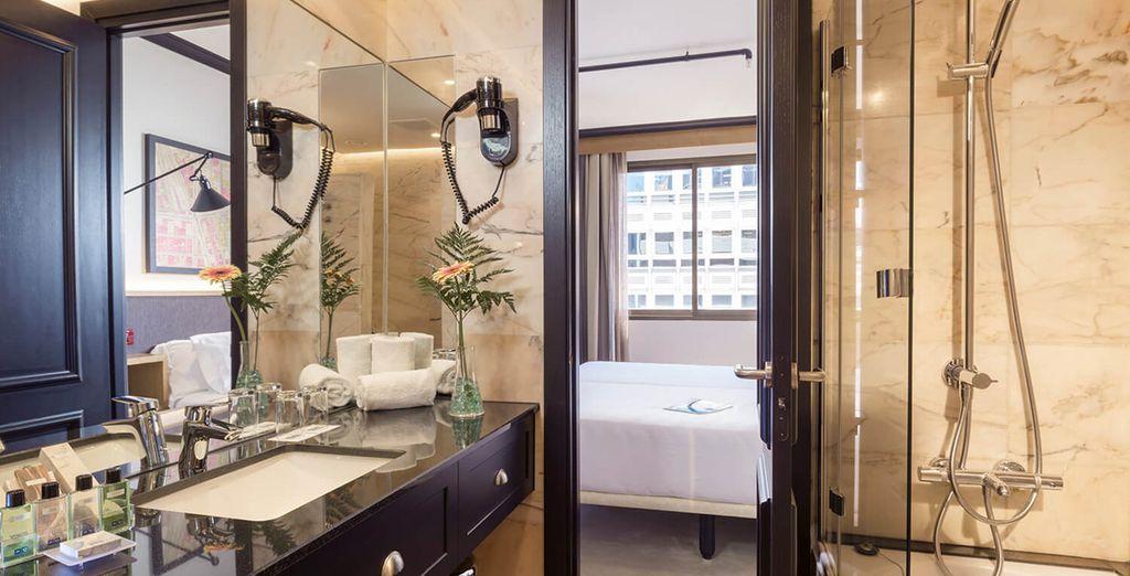 Prenez votre temps dans une salle de bain entièrement rénovée...