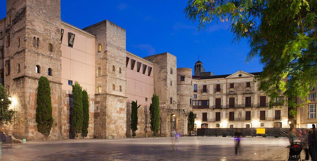 Ou encore la Plaça Nova, dans le quartier gothique...