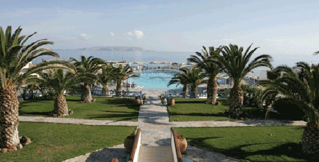 La vue sur la piscine - Hôtel Rinela Beach Resort & Spa ***** Heraklion