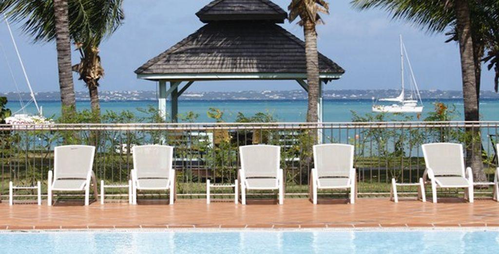 Contemplez la mer des Caraïbes depuis la piscine - Le Domaine **** Saint Martin