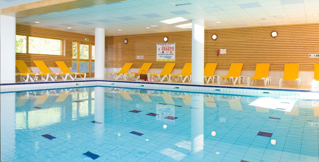 Détendez-vous dans la piscine intérieure