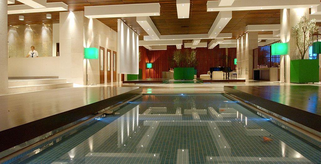 Franchissez les portes d'un hôtel design, les pieds dans l'eau...