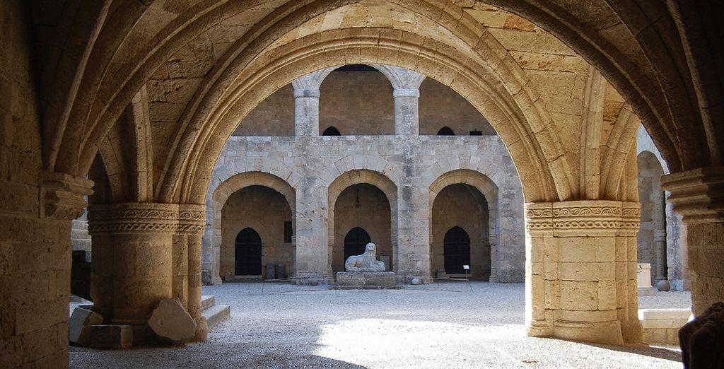 Entre les trésors de la ville Rhodes