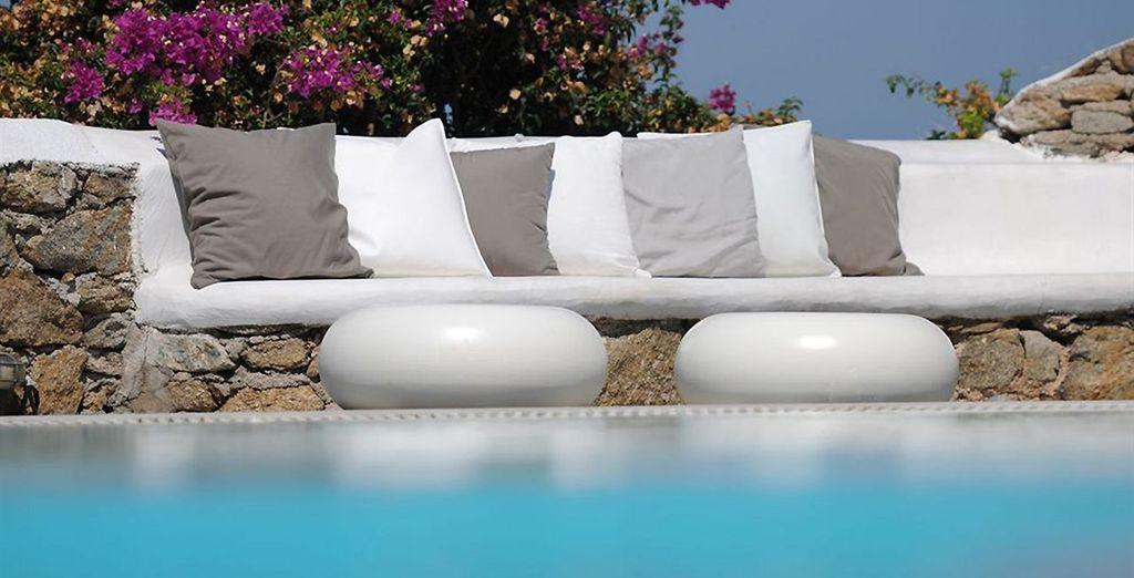 Offrez-vous un instant détente au bord de la piscine
