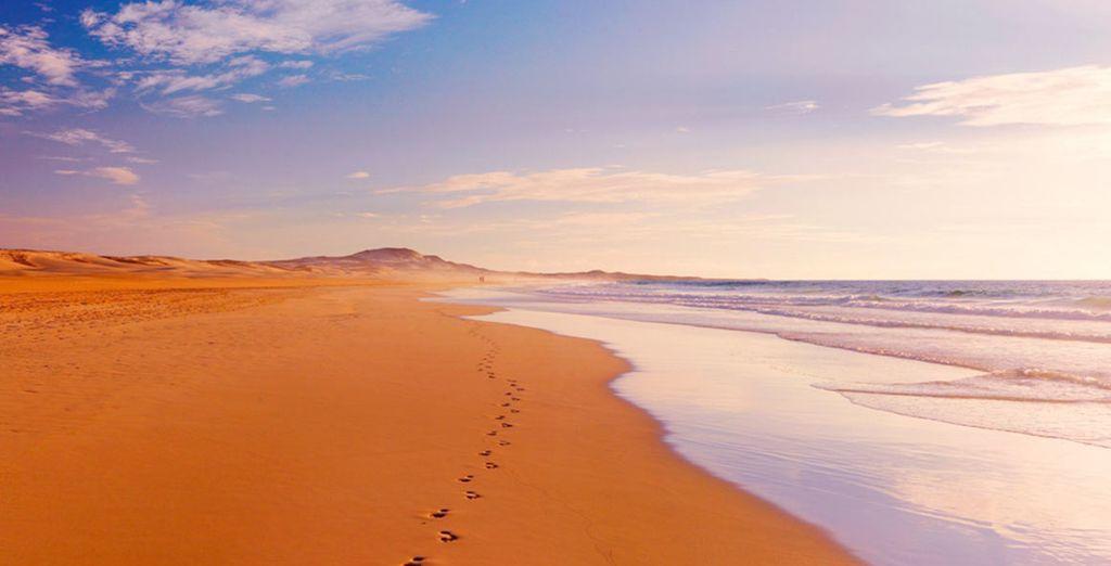 Avant d'entamer une balade sur la longue plage bordant l'hôtel, face à l'océan
