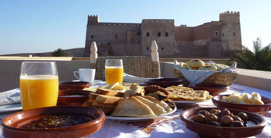 Prenez le petit déjeuner en terrasse