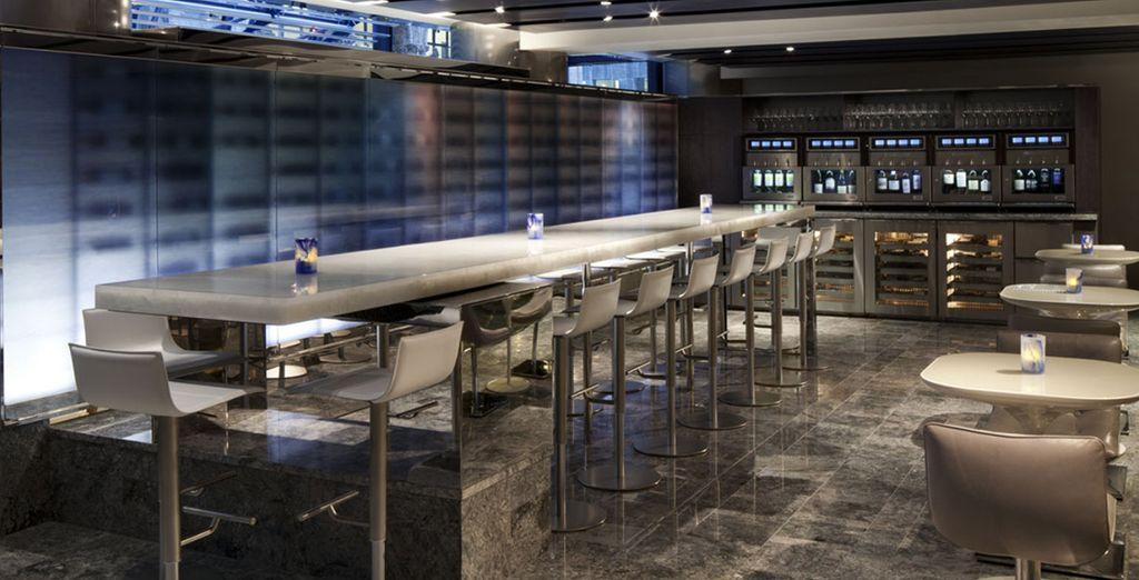 Prenez un verre dans le bar à vins