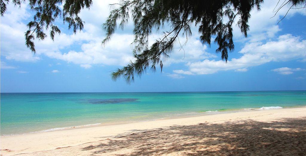 Étendez-vous sur le sable blanc de la plage de Natai