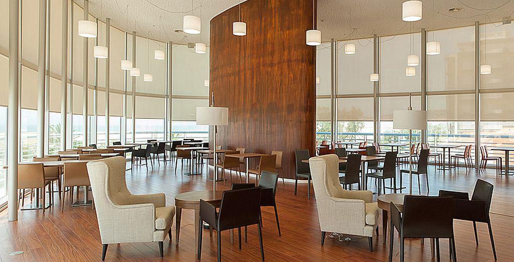 Un restaurant design et ouvert sur l'extérieur...