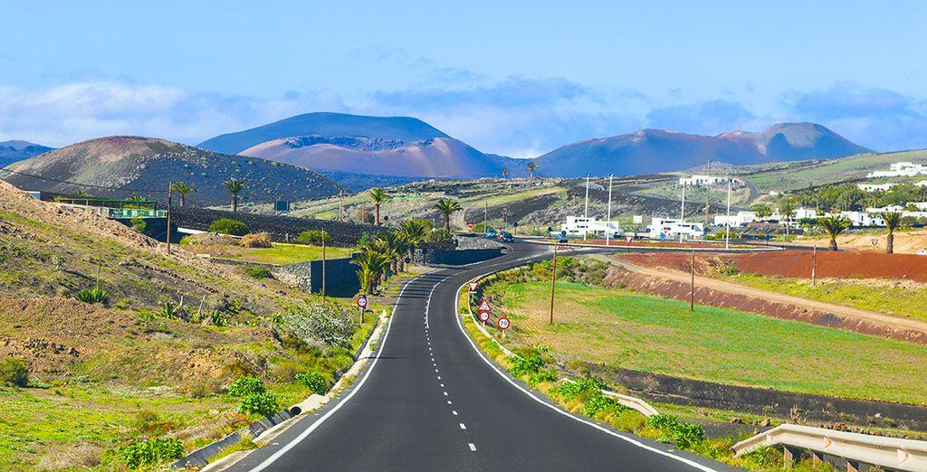 Vous découvrirez l'île grâce à la location de voiture en option...