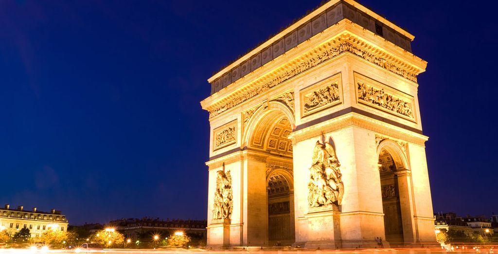 Paris vous offre ses plus beaux monuments, de l'Arc de Triomphe....