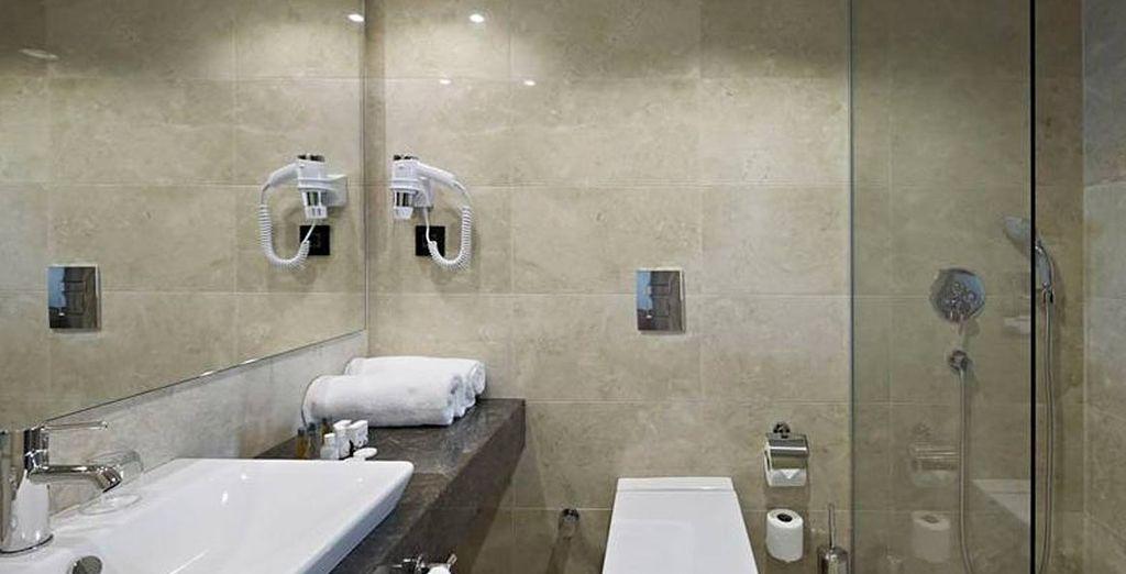 Refaîtes-vous une beauté dans la salle de bains...