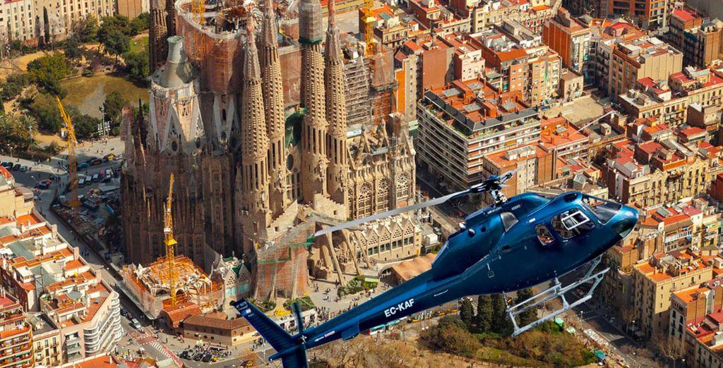 En profitant d'un survol en hélicoptère disponible en option
